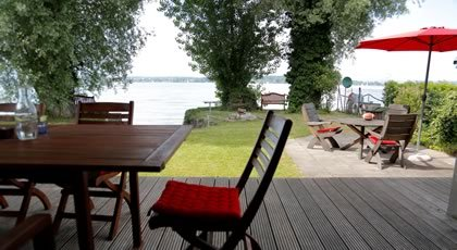 bungalow ferienhaus direkt am see bodensee. Black Bedroom Furniture Sets. Home Design Ideas